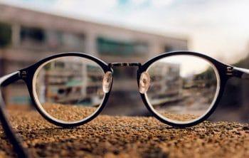 Tuyển tập văn thuyết minh về kính đeo mắt