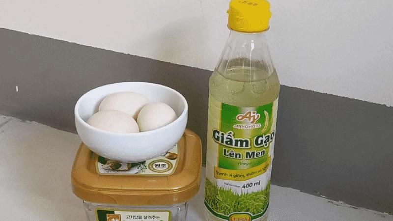 Cách luộc trứng gà với giấm