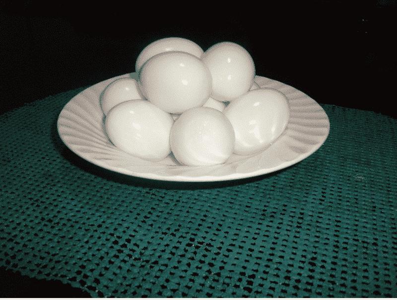 Những loại trứng đã được luộc chín hẳn thì có thể để được trong khoảng thời gian từ 3 - 4 tiếng đồng hồ