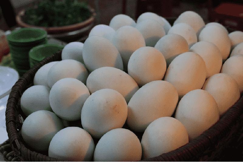 Cách chọn trứng vịt lộn sao cho tươi ngon nhất