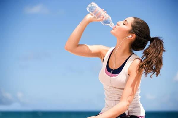 Điều chỉnh chế độ ăn uống, sinh hoạt phòng ngừa mụn hiệu quả