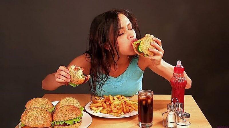 Ăn uống không khoa học là nguyên nhân gây mụn