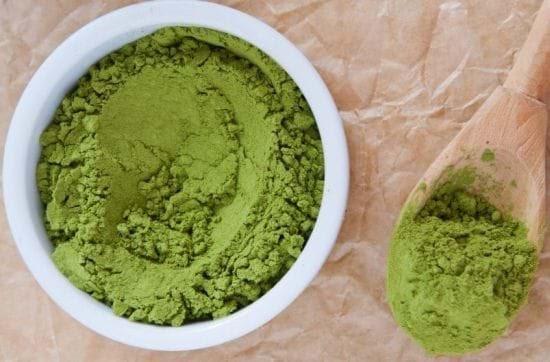 Bột trà xanh là nguyên liệu trị mụn cám rất hiệu quả