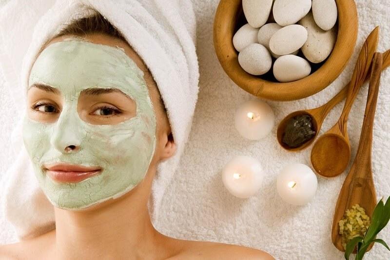 Chăm sóc da mặt bằng cách đắp mặt nạ thường xuyên