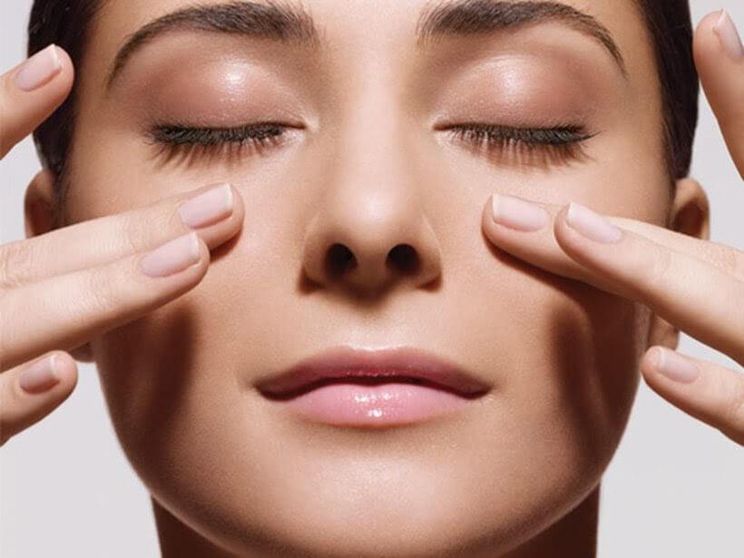 Chăm sóc da mặt bàng cách massage mặt hàng ngày