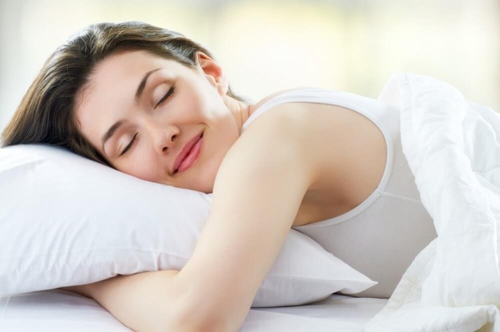 Chăm sóc da mặt bằng cách ngủ đủ giấc mỗi ngày