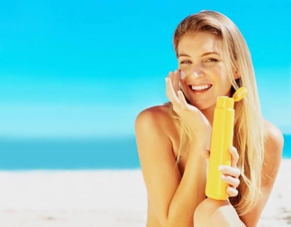 Chăm sóc da mặt bằng kem chống nắng
