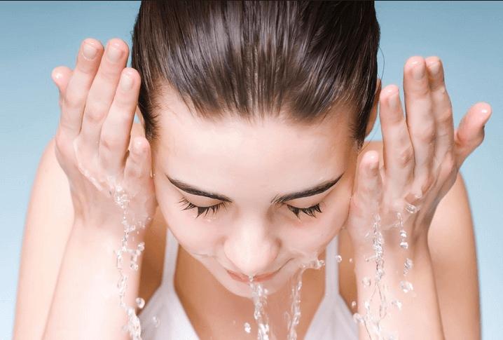 Da hết mụn nhờ vệ sinh sạch da thường xuyên