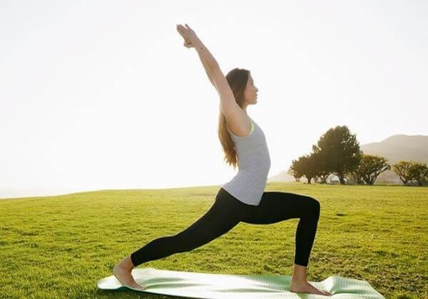 Yoga là cách để giảm căng thẳng hiệu quả tránh gây phát sinh mụn