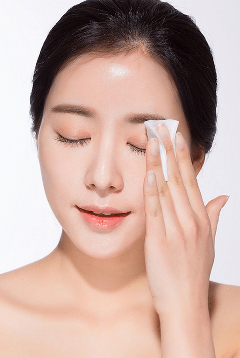 Sử dụng giấy thấm dầu để xử lý dầu nhờn trên da