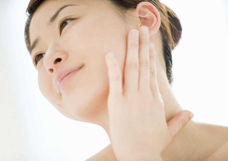 Giữ da sạch sẽ giúp Chăm sóc da mặt hàng ngày