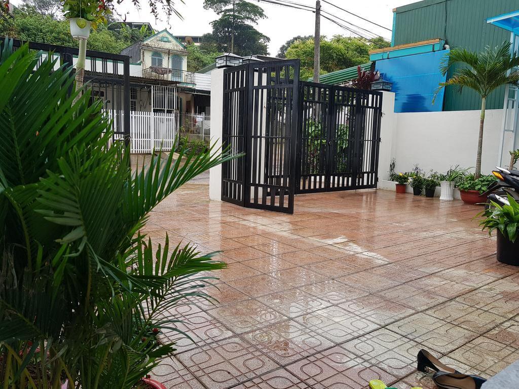 Sân trước Friendly House Homestay Bảo Lộc