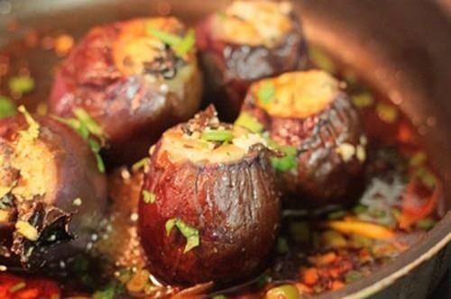 Món ăn cà tím nhồi đậu phụ phong cách dân dã