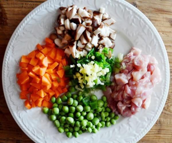 Cách nấu cơm rang thịt gà cực ngon