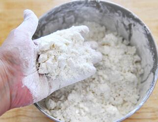 Chuẩn bị nguyên liệu làm món bánh gấu dễ thương