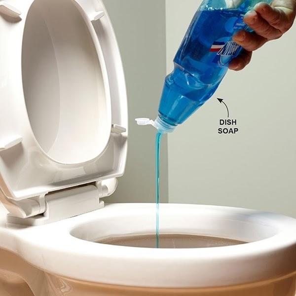 Thông tắc cống bằng nước rửa chén